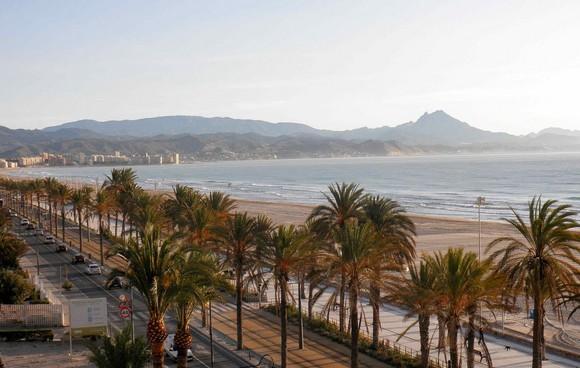 enjoy-kayaking-surfing-and-other-sports-at-the-san-juan-beach-playa-de-san-juan-costa blanca