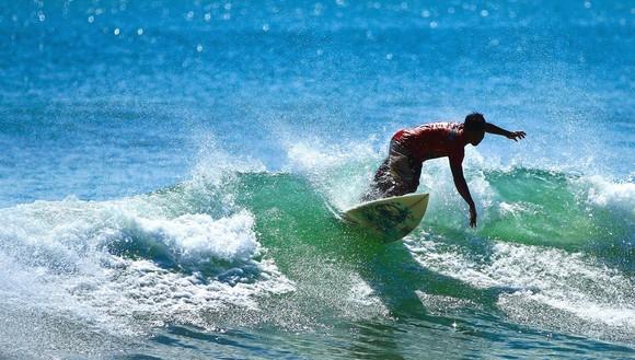 enjoy-kayaking-surfing-and-other-sports-at-the-san-juan-beach-playa-de-san-juan-submarinismo-surf