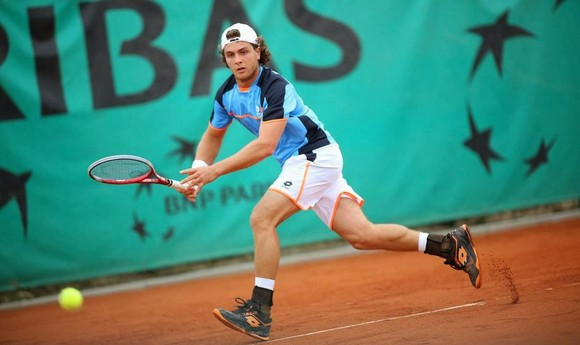 an-interview-with-la-clase-baja-del-tenis-young-player