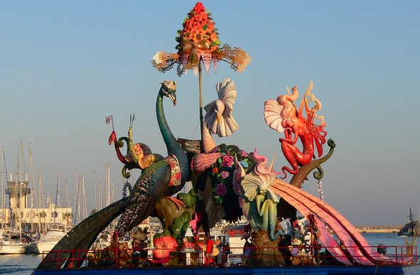 the-bonfires-of-san-juan-a-dazzling-tourist-show-in-alicante-elements-of-interest