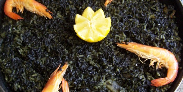 gastronomic-journey-savour-5-irresistible-valencian-dishes-at-5-unforgettable-locations-arroz-negro