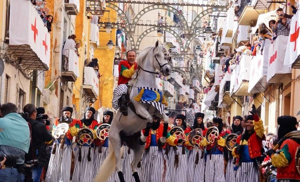 discover-the-fiesta-de-moros-y-cristianos-de-valencia-a-visual-spectacle-that-is-sure-to-impress