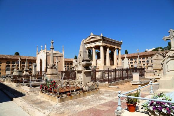 celebrating-halloween-in-spain-mausoleo