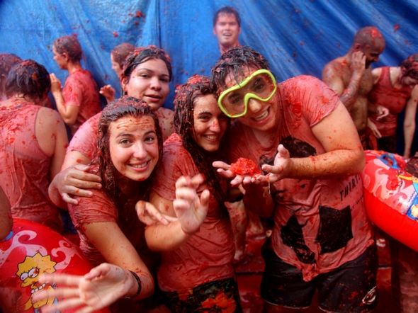traditional-spanish-celebrations-must-learn-la-tomatina