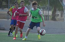 Thumbnail ISC campers in action against Spanish players