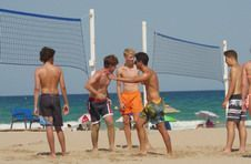 Thumbnail playing volleyball on Alicante beach